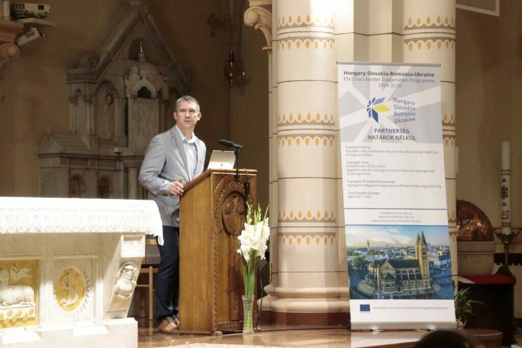 Európai Uniós pályázati program keretében újul meg a társszékesegyház és a beregszászi római katolikus templom